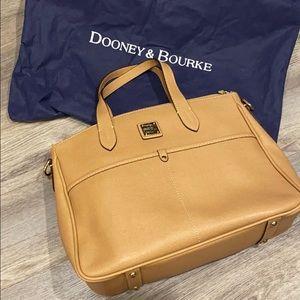 Dooney & Bourke Handbag / Purse Excellent